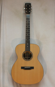 Eastman E2OM All Solid Cedar/Sapele w/ dlx bag